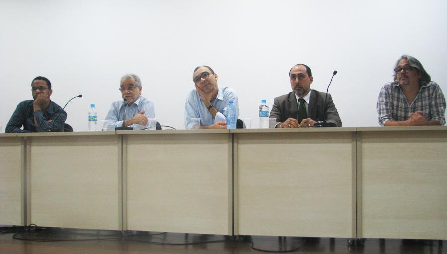 Pedro Caribé (Intervozes); Emiliano José (Deputado Federal); Giovandro Ferreira (Facom); Isidoro Orge (Fundac); Luciano Simões (Cipó). Foto: Allysson Viana