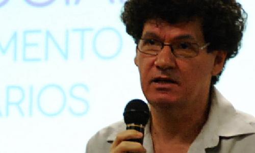 Professor Edvaldo Souza Couto durante o SIMSOCIAL 2012: Foto: Alexandre Galvão