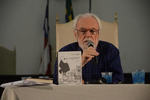 Especialista em Marx realiza palestra no Salão Nobre da Reitoria, em mais uma edição do Café Científico, em Salvador.