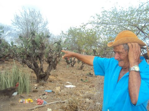 Pequeno agricultor não consegue plantar e colher há pelo menos quatro anos. Foto: Liliana Peixinho.