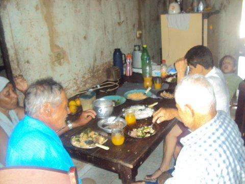 Almoço solidário da família de seu Arnou. Foto: Liliana Peixinho.