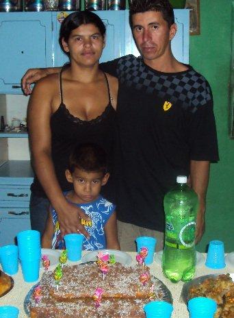 Van cuida da casa, da família e cozinha para fora. Foto: Liliana Peixinho.