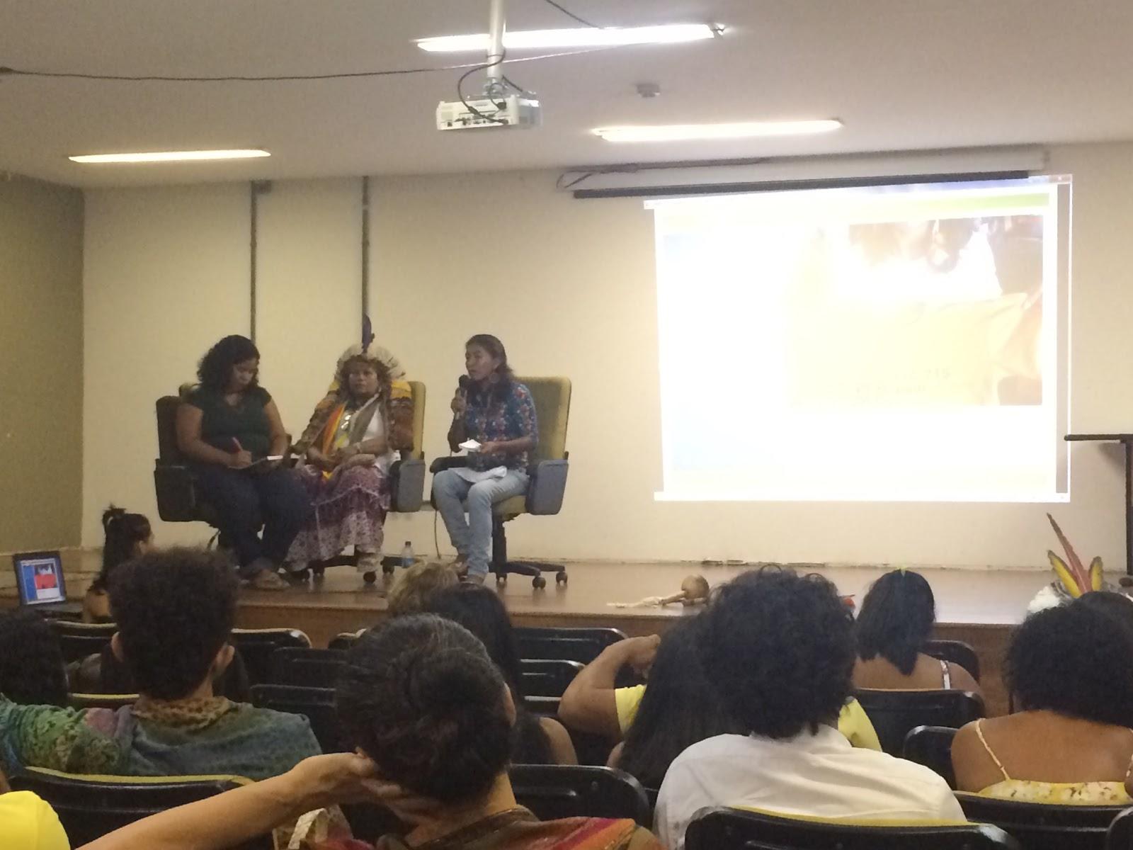 Convidadas falaram do protagonismo da mulher indígena nas lutas | Foto: Rebeca Almeida